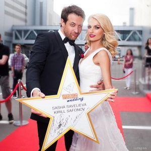 Подробнее: Кирилл Сафонов и Саша Савельева сыграли деревянную свадьбу