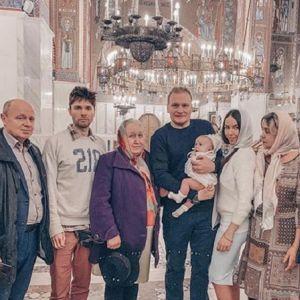 Подробнее: Сергей Сафронов показал крестины трехмесячной дочери Алисы