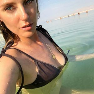Подробнее: Саша Савельева обнажилась в водах Мертвого моря