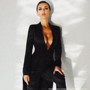 Подробнее: Анну Седокову в прозрачном платье раскритиковали поклонники