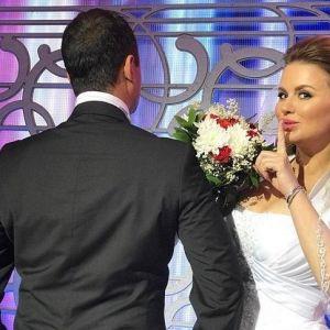 Подробнее: Анна Семенович приглашает всех на свою свадьбу (видео)