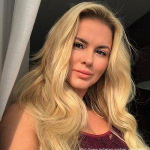 Подробнее: Анна Семенович предстала в кружевном белье, обнажив свою попку
