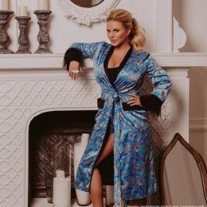 Подробнее: Анна Семенович распродает свои вещи по бросовым ценам