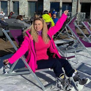 Подробнее: Анна Семенович отдыхает на горнолыжном курорте в компании с «большим человеком»