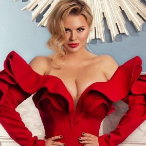 Подробнее:  Анне Семенович предлагают миллионы за свидание
