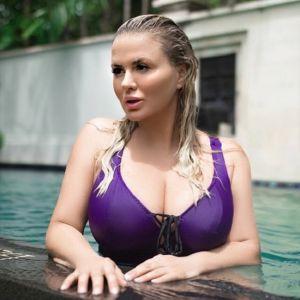Подробнее: Анна Семенович попала под капельницу с тяжелым отравлением