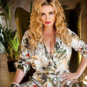 Подробнее: Анна Семенович показала самый выдающийся бюст в шоу-бизнесе в бикини