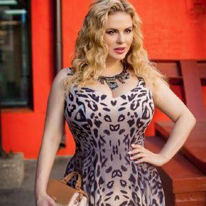 Подробнее: Анна Семенович собралась шить платья и купальники для пышных дам