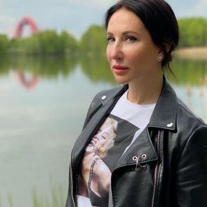 Подробнее: Алика Смехова устроила полуобнаженную фотосессию