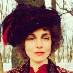 Подробнее: Анна Снаткина  в ролях  майора полиции и актрисы времен первой мировой войны