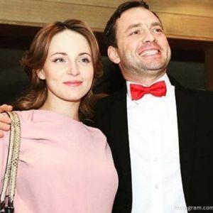 Подробнее: Анна Снаткина забирает деньги у мужа