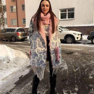 Подробнее: Анна Снаткина вышла в свет вся в золоте