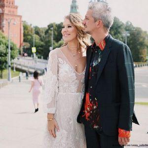 Подробнее: Ксения Собчак контролирует своего мужа