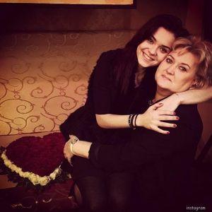 Подробнее: Аделина Сотникова все деньги отдает на лечение сестры