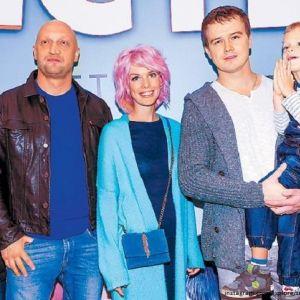 Подробнее: Анна Старшенбаум благодарна сыну за воссоединение семьи