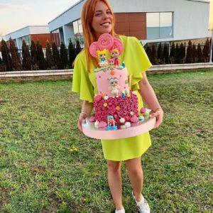Подробнее: Анастасия Стоцкая поделилась кадрами с празднования дня рождения дочери Веры