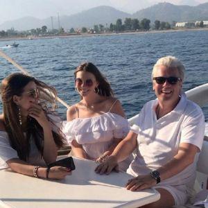 Подробнее: Старшая дочь Стриженовых празднует льняную свадьбу вместе с семьей в Турции