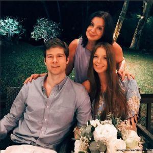 Подробнее: Старшая дочь Екатерины Стриженовой прилетела с годовалым сыном в гости к родителям