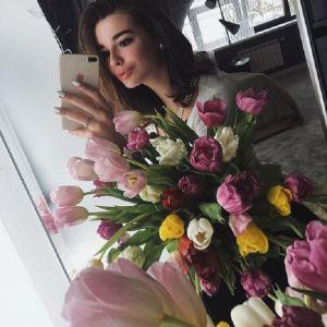 Подробнее: Младшая дочь Стриженовой Саша пригласила на последний звонок родителей и бойфренда
