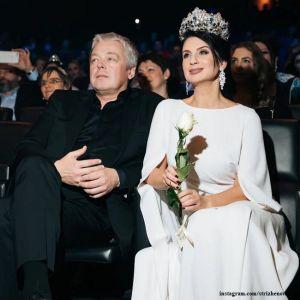 Подробнее: Екатерина Стриженова восхитила своей молодостью и красотой в оригинальной прозрачной блузке