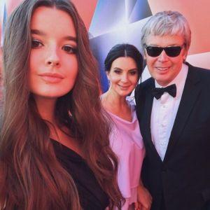 Подробнее: Екатерина Стриженова поздравила с днем ангела и  успехами в учебе младшую дочь