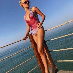 Подробнее: Олеся Судзиловская показала свою грудь в купальнике со сногсшибательным декольте