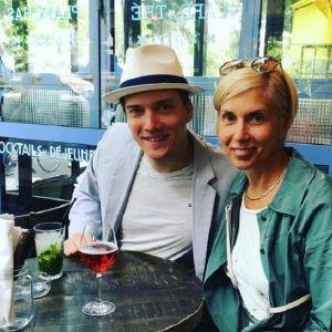 Подробнее: Алена Свиридова наслаждается обществом старшего сына в Париже