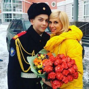 Подробнее: Алена Свиридова старается воспитать настоящего мужчину