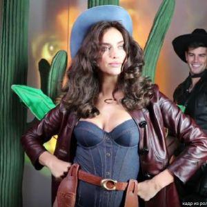 Подробнее: Ирина Шейк в эротическом ковбойском наряде снялась в видео
