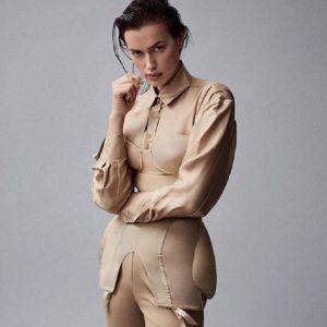 Подробнее: Ирина Шейк показала шикарную фигуру в купальнике из новой коллекции Burberry