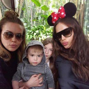 Подробнее: Беременная Ирина Шейк веселится в Диснейленде с родней