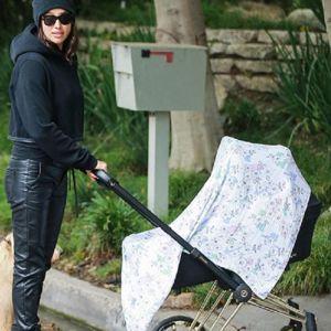 Подробнее: Появились первые снимки Ирины Шейк, гуляющей с дочерью