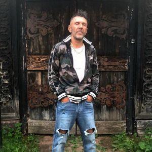 Подробнее: Сергей Шнуров получил от поклонника в глаз