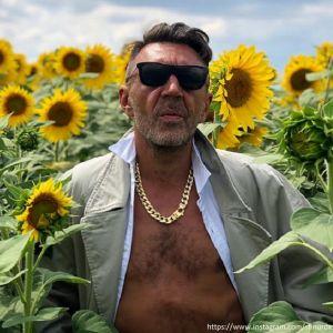 Подробнее: Жена Сергея Шнурова намерена оставить его без штанов