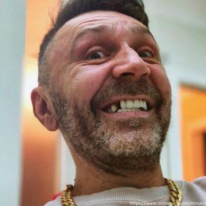 Подробнее: Сергей Шнуров впал в туристическое отупение при борьбе с пагубной привычкой