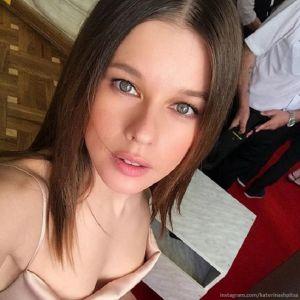 Подробнее: Катерина Шпица пришла на открытие «Кинотавра» в откровенном платье с торчащими сосками