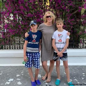 Подробнее: Мария Шукшина опубликовала фото с близнецами в день их 14-летия и дала им свое напутствие