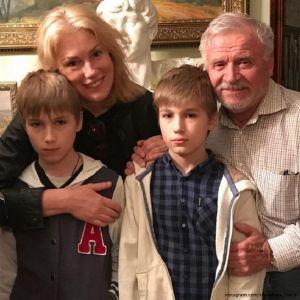 Подробнее: Мария Шукшина с сыновьями посетила музей Есенина