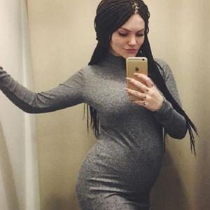 Подробнее: Сын Марии Шукшиной бросил беременную девушку, оставив ее даже без одежды