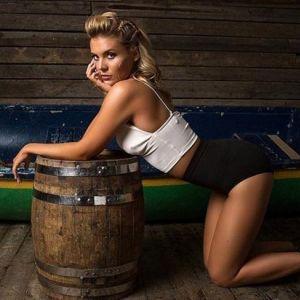 Подробнее: У Анны Шульгиной выпала грудь во время фотосессии