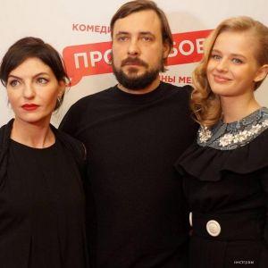 Подробнее: Евгения Цыганова и Юлию Снигирь застукали за поцелуем