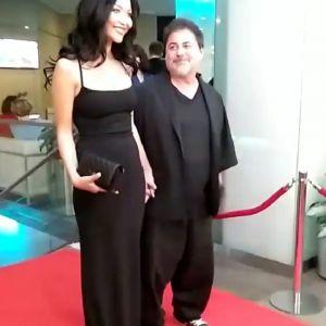 Подробнее: Александр Цекало с женой в бикини уединился в лифте на Гавайях