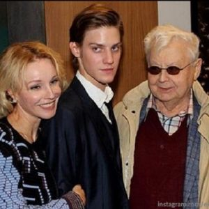Подробнее: Выйдя из комы, Олег Табаков не узнает родных