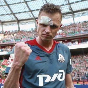 Подробнее: По слухам, Дмитрий  Тарасов изменяет жене с футбольной фанаткой