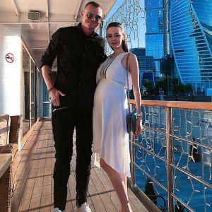Подробнее: Дмитрий Тарасов подарил дочери гарнитур с бриллиантами