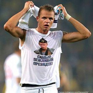 Подробнее: Дмитрий Тарасов опозорился рваными штанами