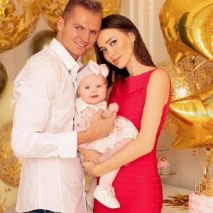 Подробнее: Дмитрий Тарасов подарил жене дом