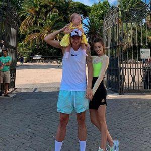 Подробнее: Жена Дмитрия Тарасова с дочкой показали свои одинаковые купальники