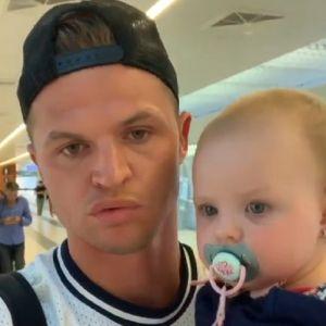 Подробнее: Дмитрий Тарасов с дочкой на руках оправдался за неуплату алиментов (видео)