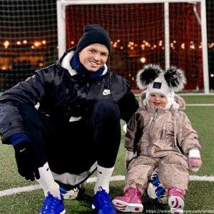 Подробнее: Безработный Дмитрий Тарасов теперь тренируется с полуторагодовалой дочкой